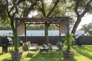 Outdoor-Seating-Cropped-1500x609